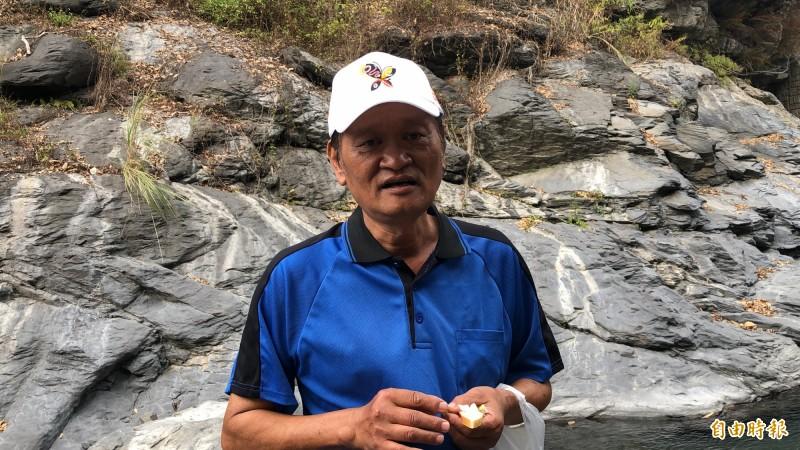 中興里里長王茗洋長期投入社區生態復育工作。(記者許麗娟攝)