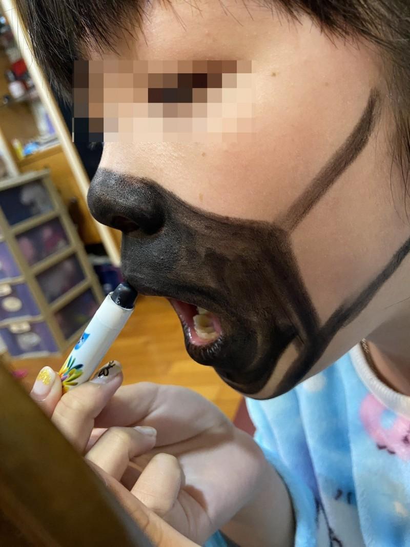 武漢肺炎》買不到防疫口罩嗎?網友KUSO口罩妝- 生活- 自由時報電子報