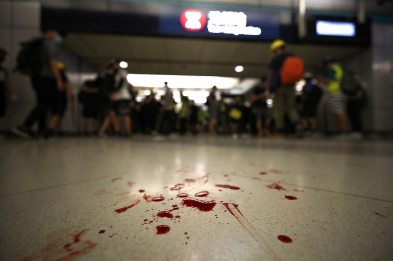 香港元朗上月30日又發生襲擊事件,6名市民遭人圍毆。照片攝於元朗站,非本新聞事件。(歐新社)