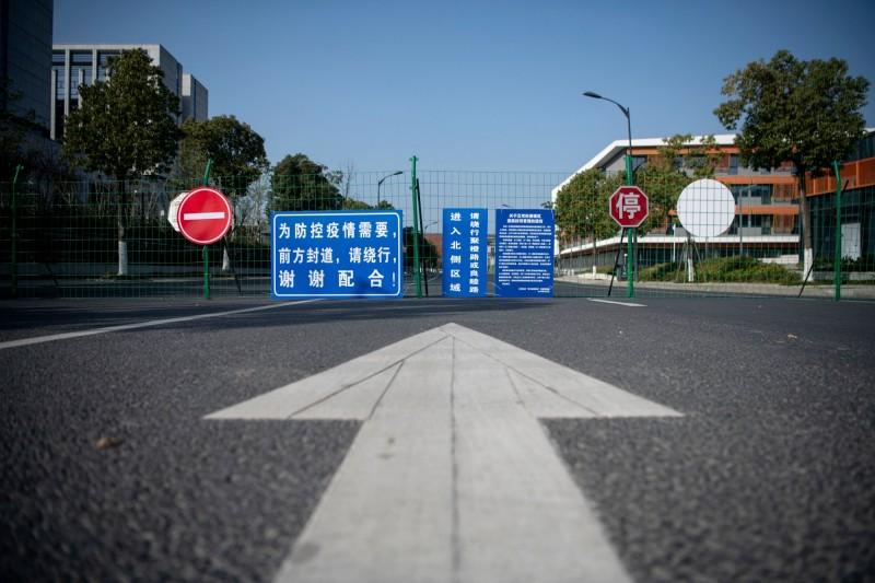 自中國武漢市「封城」以來,已有55座城市實施封閉措施。圖為杭州市。(法新社)