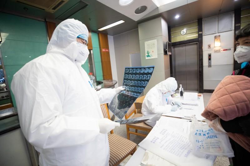 英國今日已有第3名確診武漢肺炎病例,目前患者正在接受國家衛生局(NHS)的治療。(歐新社)