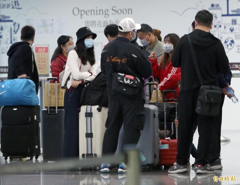 旅行業者暫停中客來台與暫停出團赴中旅遊,交通部長林佳龍要求協助業者在月底前取回墊付款。(資料照)