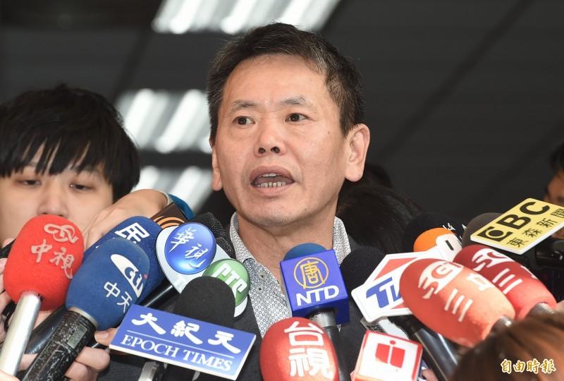國民黨立委林為洲6日參加立法院國民黨團大會,會前受訪。(記者廖振輝攝)