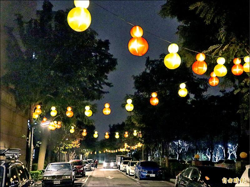陽明市政大樓旁的「葫蘆光廊」。(記者歐素美攝)