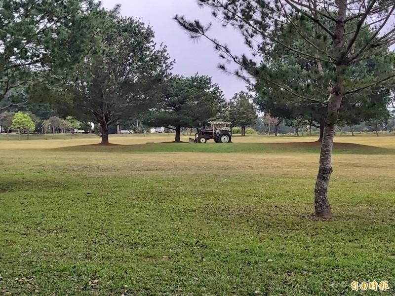 位於南投縣魚池鄉的三育基督書院,擁有大片綠色草坪,充滿著清新靜謐之美。(記者張協昇攝)