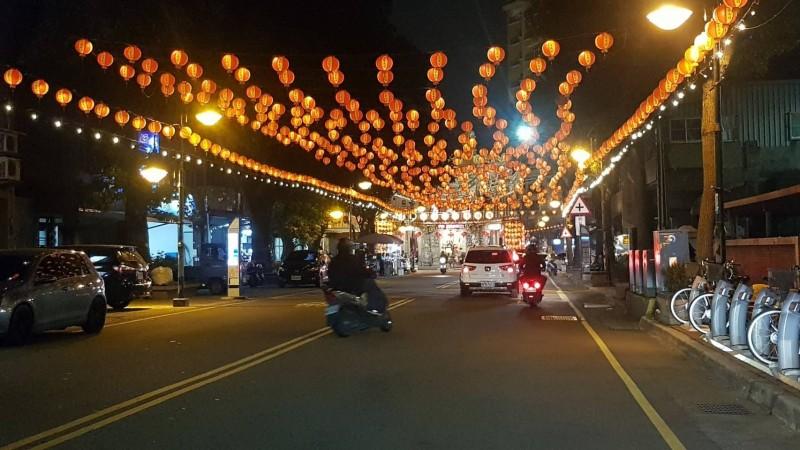 三元宮元宵燈會,現場架起各種燈飾,顯得相當熱鬧。(三元宮提供)