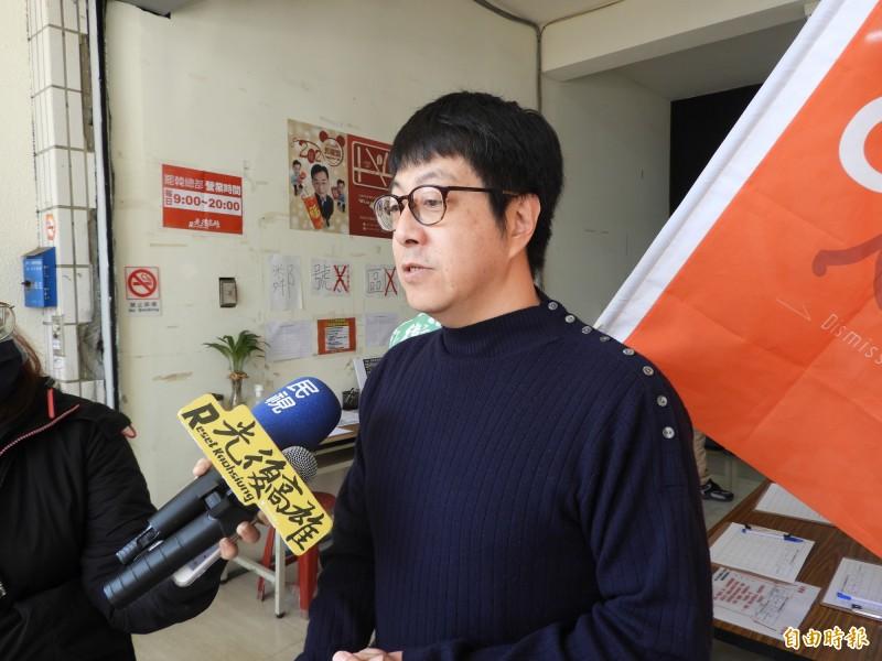 韓國瑜聞漂白水,尹立批評是為防疫做出最錯誤示範。(記者葛祐豪攝)