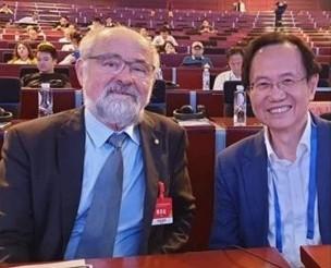 伊莉特創辦人蔡志弘博士(右)。(伊莉特提供)