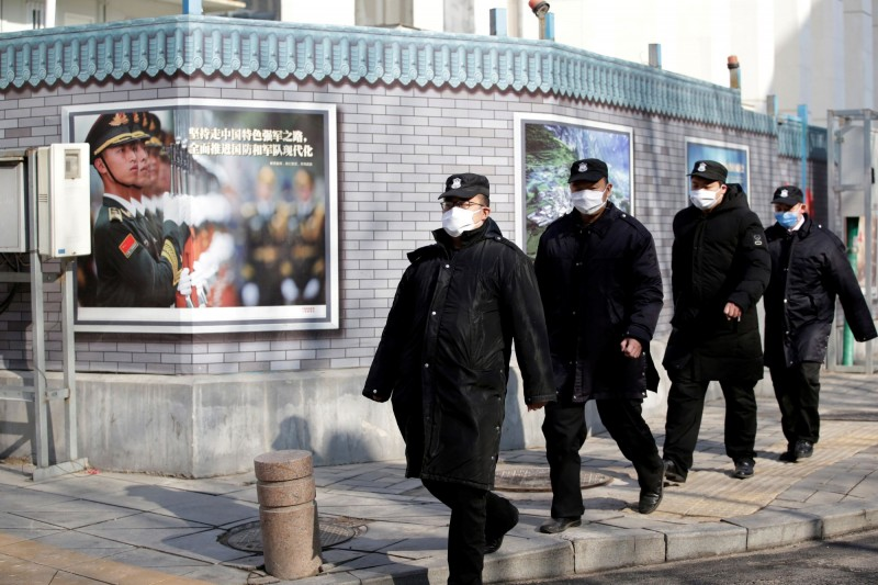 武漢肺炎疫情持續延燒,中國境內已超過34000例確診,死亡723例。(路透)