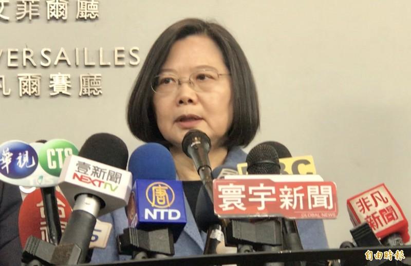 防疫延燒之際中國軍機又擾台,蔡英文告訴中國,趕快把疫情控制住。(記者李容萍攝)