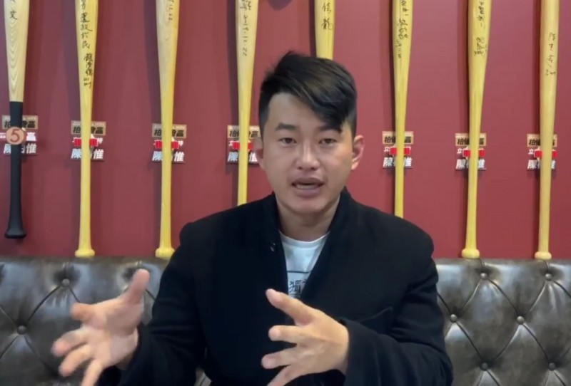 針對近日藍委批評政府防疫做為,台灣基進立委陳柏惟在臉書質疑這些藍委,怎麼不敢批評有可能偷塞病人的中國?(記者陳建志翻攝)
