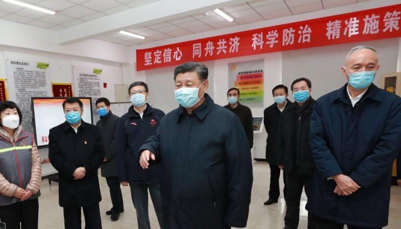 習近平(圖中)今天視察北京防疫工作,是1月28日以來首度公開亮相。(歐新社)