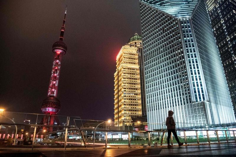 週邊浙江省、江蘇省各市相繼封城,讓尚未封城的上海成了「孤城」。(法新社)