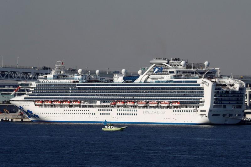 日本厚生勞動省今(10日)證實,鑽石公主號新增確診66個病例,累計船上已有136人遭到感染。(路透)