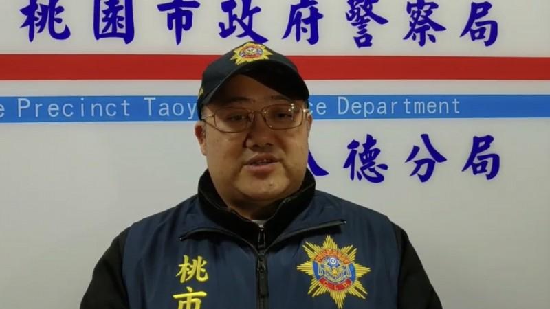 八德分局偵查隊副隊長盧俊源說明。(記者陳恩惠翻攝)