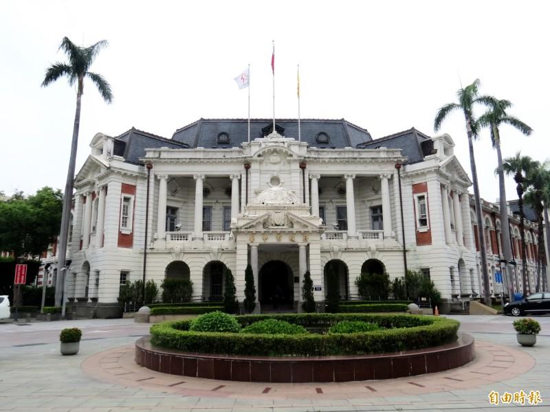 台中市長盧秀燕宣布台中州廳由市府自行管理維護。(記者張菁雅攝)