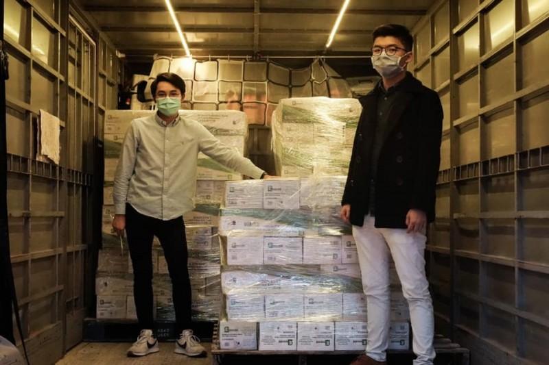 民主派的香港眾志從美國採購10萬個口罩回港支援,並宣布已順利取貨。(圖擷自黃之鋒臉書)