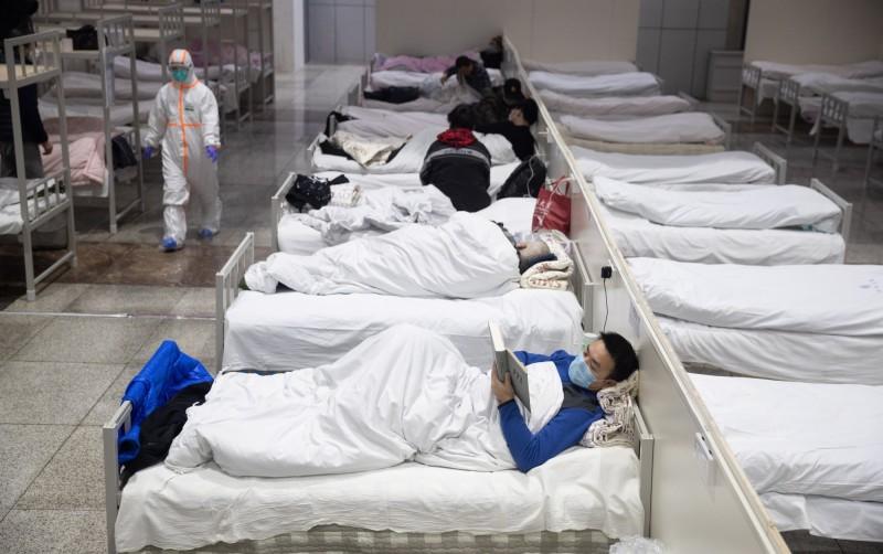 圖為中國武漢國際會展中心改建的方艙醫院。(法新社)