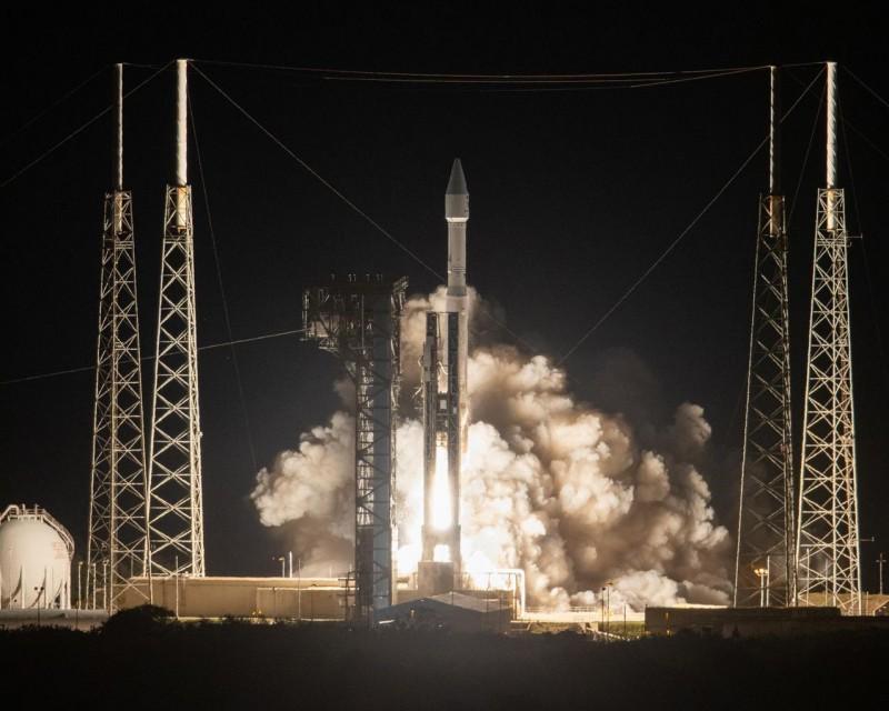 「太陽軌道飛行器」在9日深夜順利升空,展開熾熱的太陽之旅。(法新社)