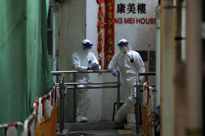 武漢肺炎疫情擴散,香港截至今天中午再度新增7宗確診病例,累積到目前總共49例。新增的病例中,3例和爆出社區感染的長康邨康美樓住戶有關。(美聯社)