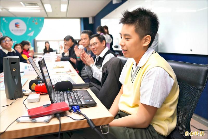 台北市教育局與線上學習平台業者「tutorJr」合作,提供全市高中職、國中、小學免費英語線上課程。(記者蔡亞樺攝)