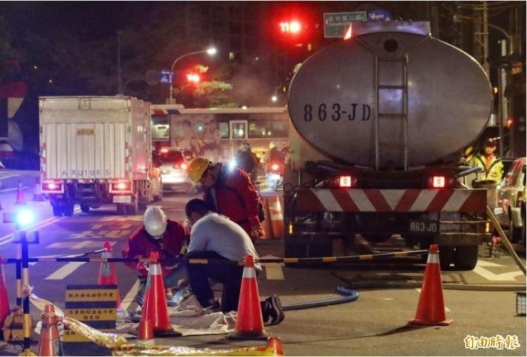 中油油管大量漏油,至今仍未找到漏油點。(記者張嘉明攝)