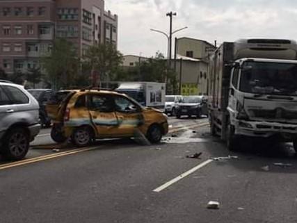 虎尾鎮發生5車追撞事故。(記者林國賢翻攝)