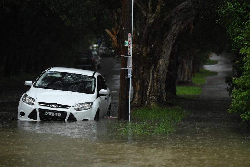 雪梨部分街道被暴雨淹沒。(歐新社)