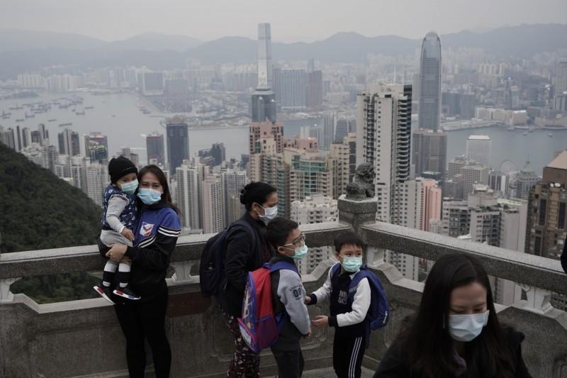 武漢肺炎蔓延全球,香港今日再增一確診案例,累計達50例。(美聯社)