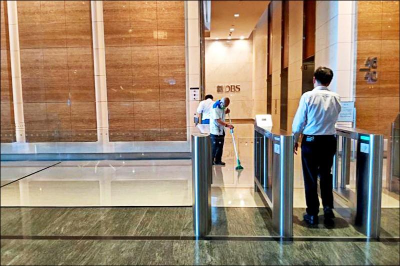 新加坡最大的星展銀行(DBS)總行12日發佈內部通告,指出星展銀行亞洲中心43樓出現一起武漢肺炎確診病例。(歐新社)