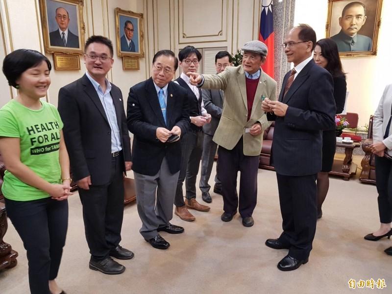 台灣聯合國協進會等團體下午至立法院拜會院長游錫堃(前排右)。(記者謝君臨攝)