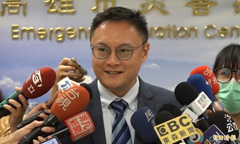 外傳韓國瑜請長假躲總質詢抗罷免,新聞局長鄭照(見圖)受訪時說:「這是沒有根據的說法,也是很爛的判斷。」(記者李惠洲攝)