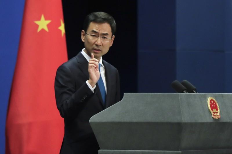 外媒針對台灣禁止中國籍人士入境所帶來的影響提問,但耿爽答非所問。(美聯社檔案照)