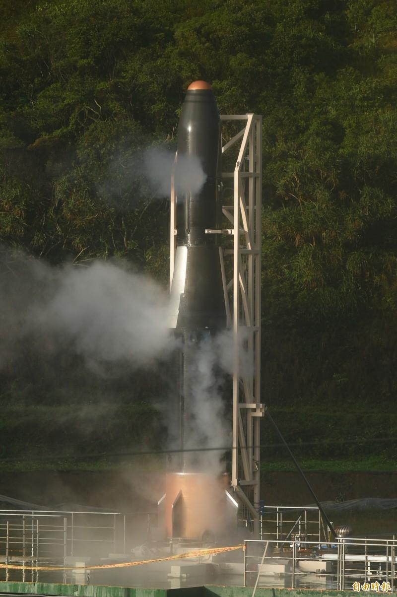 飛鼠一號火箭今早發射程序到最後一刻準備發射時,發現系統訊號異常,故終止發射程序。(記者張忠義攝)