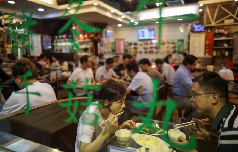 香港新增3例武漢肺炎確診個案,他們分別與先前因聚餐確診的個案是親戚,目前都情況穩定。圖為示意圖,與新聞事件無關。(路透檔案照)