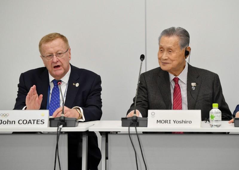 東京奧運籌委會與國際奧會(IOC)今起在東京舉行為期2天的會議。右為籌委會主席森喜朗,左為IOC協調委員會主席柯茲。(法新社)
