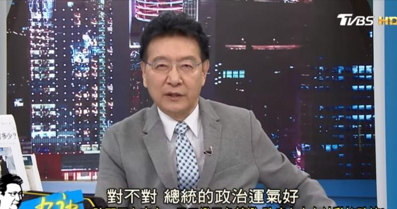 趙少康日前在節目上稱台灣防疫工作並沒有做的特別好,只是蔡英文運氣好。輿論譁然,名嘴周偉航今日也在臉書上發文反駁,一一打臉,並表示若要說蔡英文運氣好,也是因為中國腐敗愚蠢到超乎預期。(翻攝自YouTube)