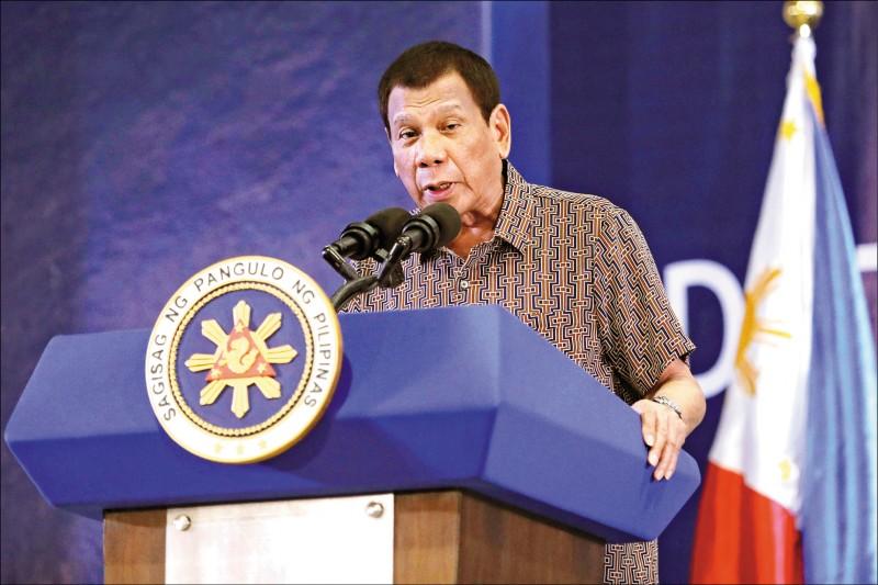 菲律賓「禁台令」尚未解禁,菲律賓內閣今下午將召開會議檢視此措施。菲律賓總統杜特蒂昨稱考量國民健康,需要時間思考,暫時拒絕解除。(美聯社檔案照)