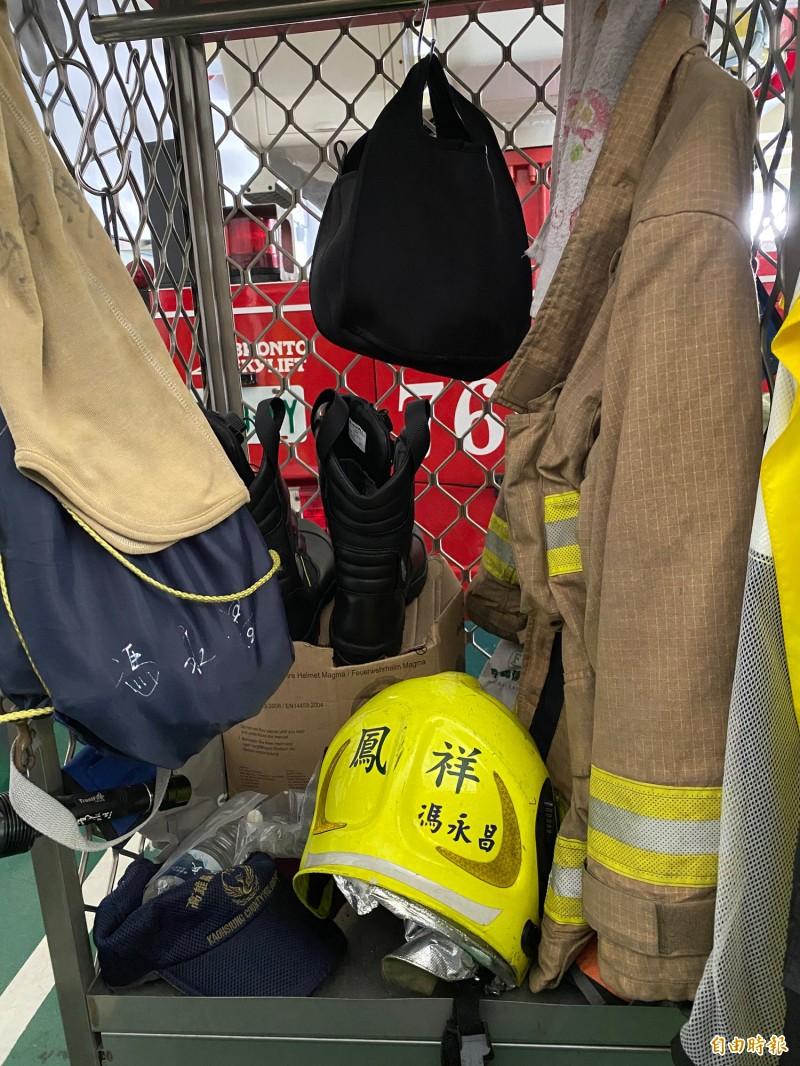 小隊長馮永昌生前穿著重達20公斤消防衣。(記者黃旭磊攝)