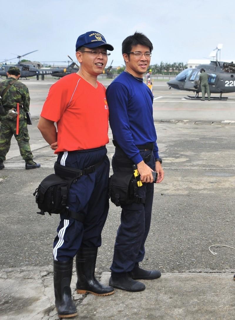 鳳祥分隊小隊長馮永昌(左)殉職,隊員賴統生(右)重傷昏迷。(記者黃旭磊翻攝)