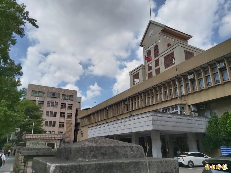 新北地檢署依傷害罪嫌起訴毆打父親的侯男。(記者陳慰慈攝)