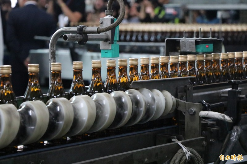 台酒表示,目前每天可生產20萬瓶75度酒精。(記者萬于甄攝)