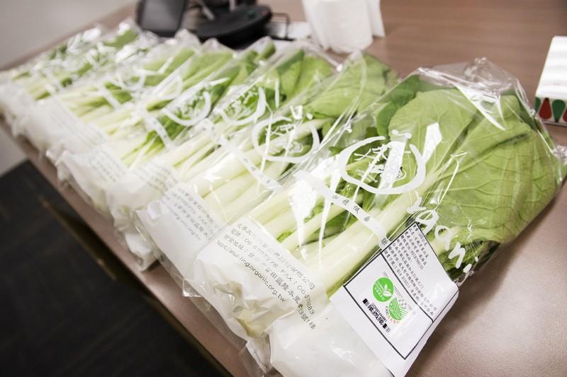 台南老爺行旅員工團購包含小白菜、黑葉白菜和小松菜等共120公斤蔬菜。(記者王姝琇翻攝)