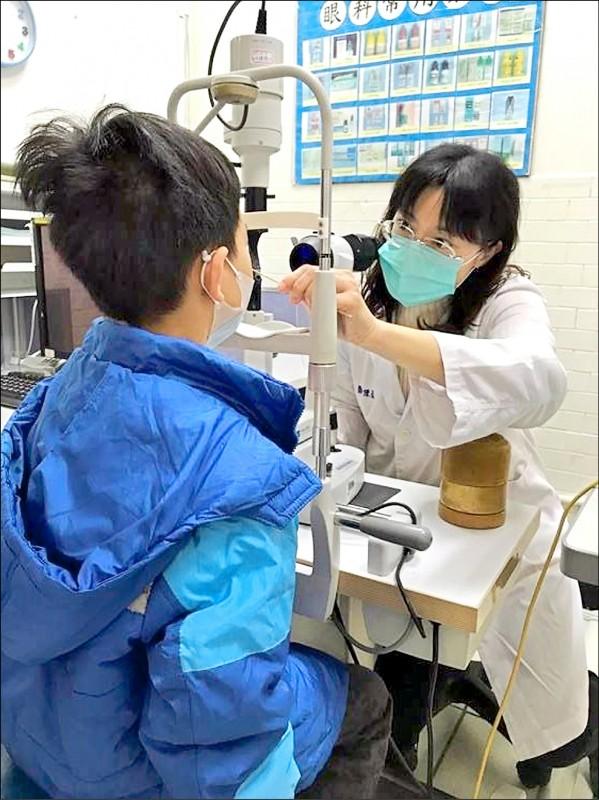 ▲兒童視力問題應及早發現及早治療。(記者蔡彰盛翻攝)