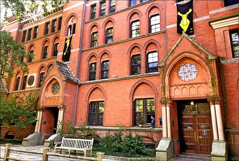 美國教育部針對多家知名高等學府未通報收受來自包括中國與沙烏地阿拉伯等國在內的至少六十五億美元(約一九四九億台幣)的外國捐款調查行動,矛頭十二日指向哈佛與耶魯大學。(路透)