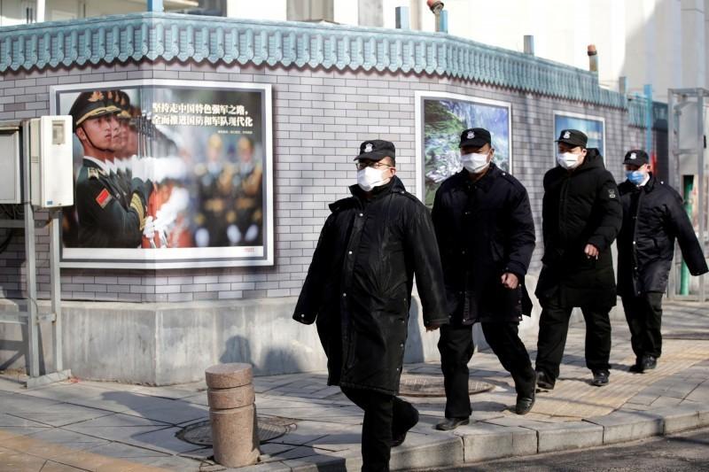 武漢肺炎疫情持續延燒,中國境內已超過6萬例確診,死亡破千例。(路透)