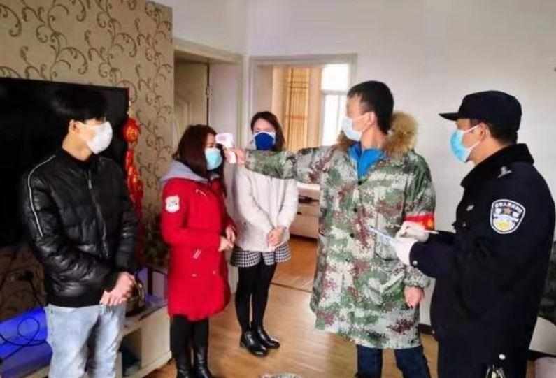 中國武漢肺炎疫情重災區武漢,有非法傳銷團體因為食物耗盡快撐不下去,只好直接向社區管理員舉報自己求救。(圖擷取自微博)