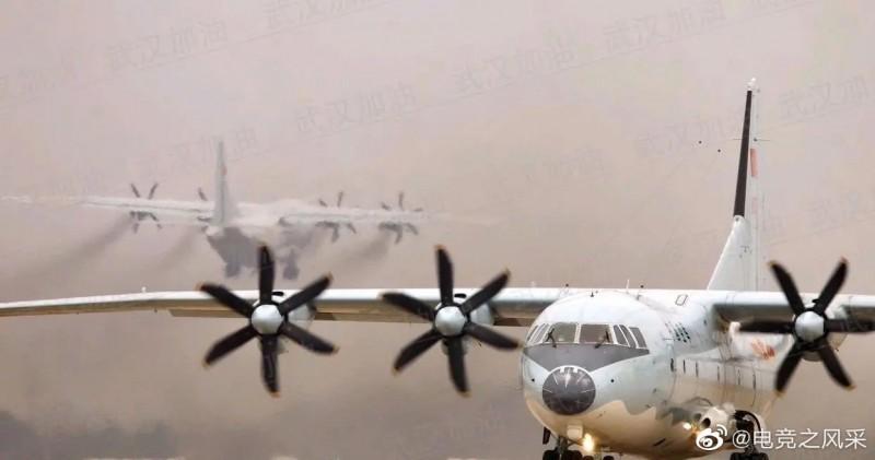 微博網友表示,昨日下午中國武漢發生的巨響,可能是運輸機產生的音爆現象。不過此說法被許多網友反駁。(圖擷自微博)