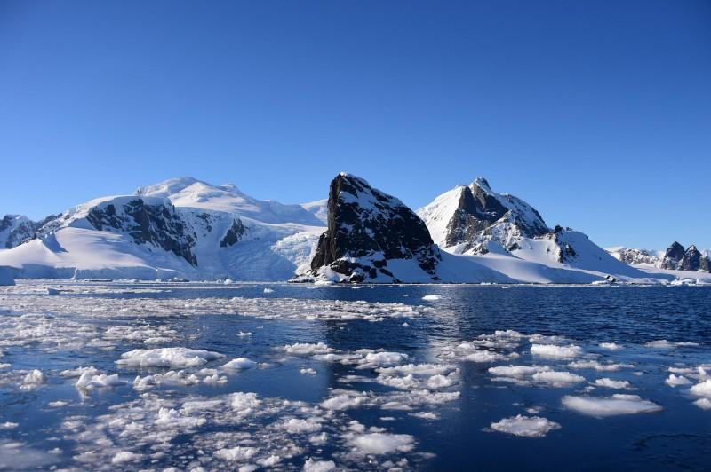 受到氣候變遷影響,南極洲首度測得逾20°C的破紀錄高溫。圖為2019年11月27日南極洲南設得蘭群島。(法新社)