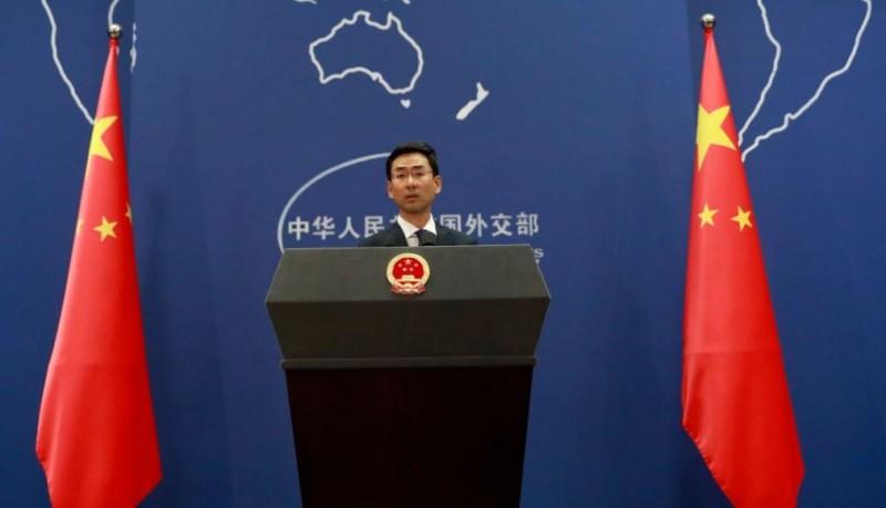 耿爽在中國外交部記者會中,感謝33個援助中國的國家,但並未提到台灣民間也有捐錢。(歐新社)